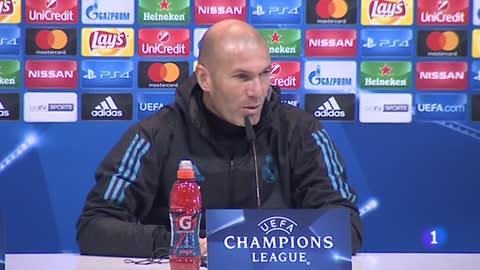 """Zidane: """"Cuidado con Cristiano, faltan seis meses"""""""