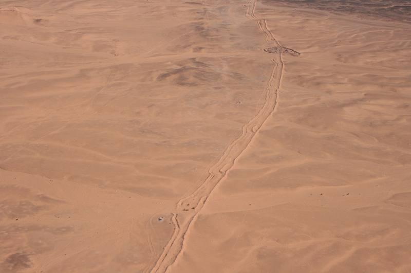 La zona del muro de arena de 2.700 kilómetros que, en el Sáhara Occidental, separa a las fuerzas militares de Marruecos, al oeste, de las del independentista Frente Polisario, es donde se cree que están la mayoría de las minas aún sin explotar en es