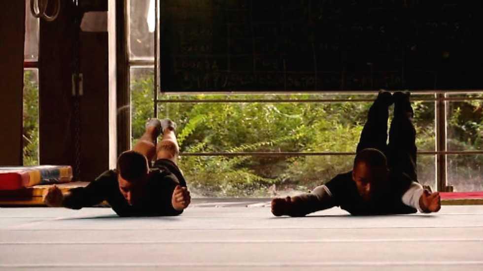 Las artes marciales/ /cada tama/ño /azul cinturones/
