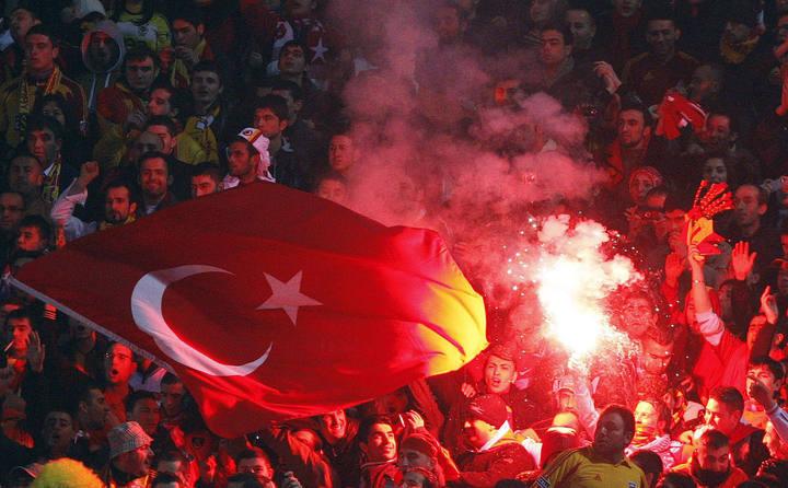 Los hinchas turcos se caracterizan por su fanatismo.