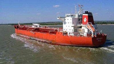 Los cinco españoles del petrolero Mattheos I podrían llegar mañana a Madrid
