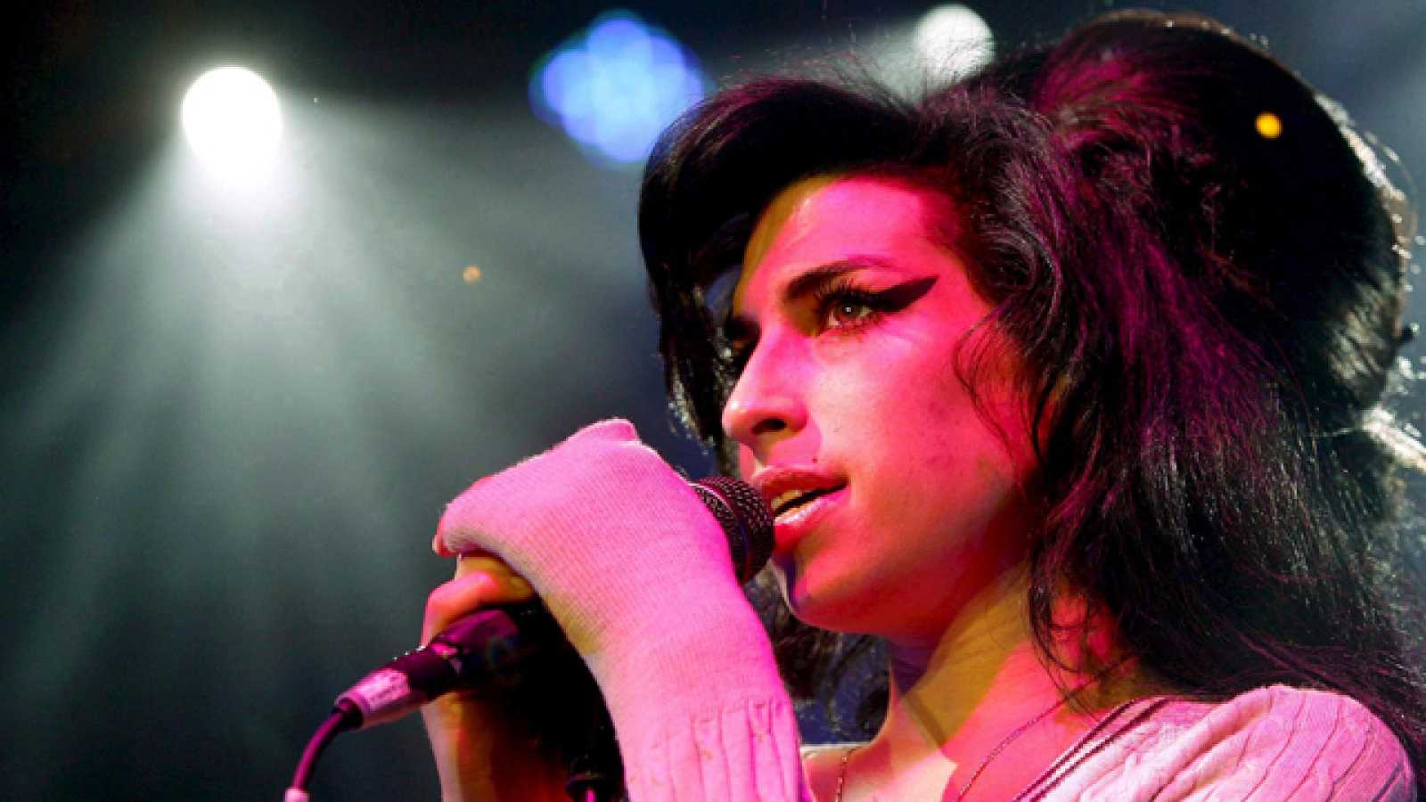 "Amy Winehouse murió de forma ""accidental"" tras consumir grandes cantidades de alcohol"