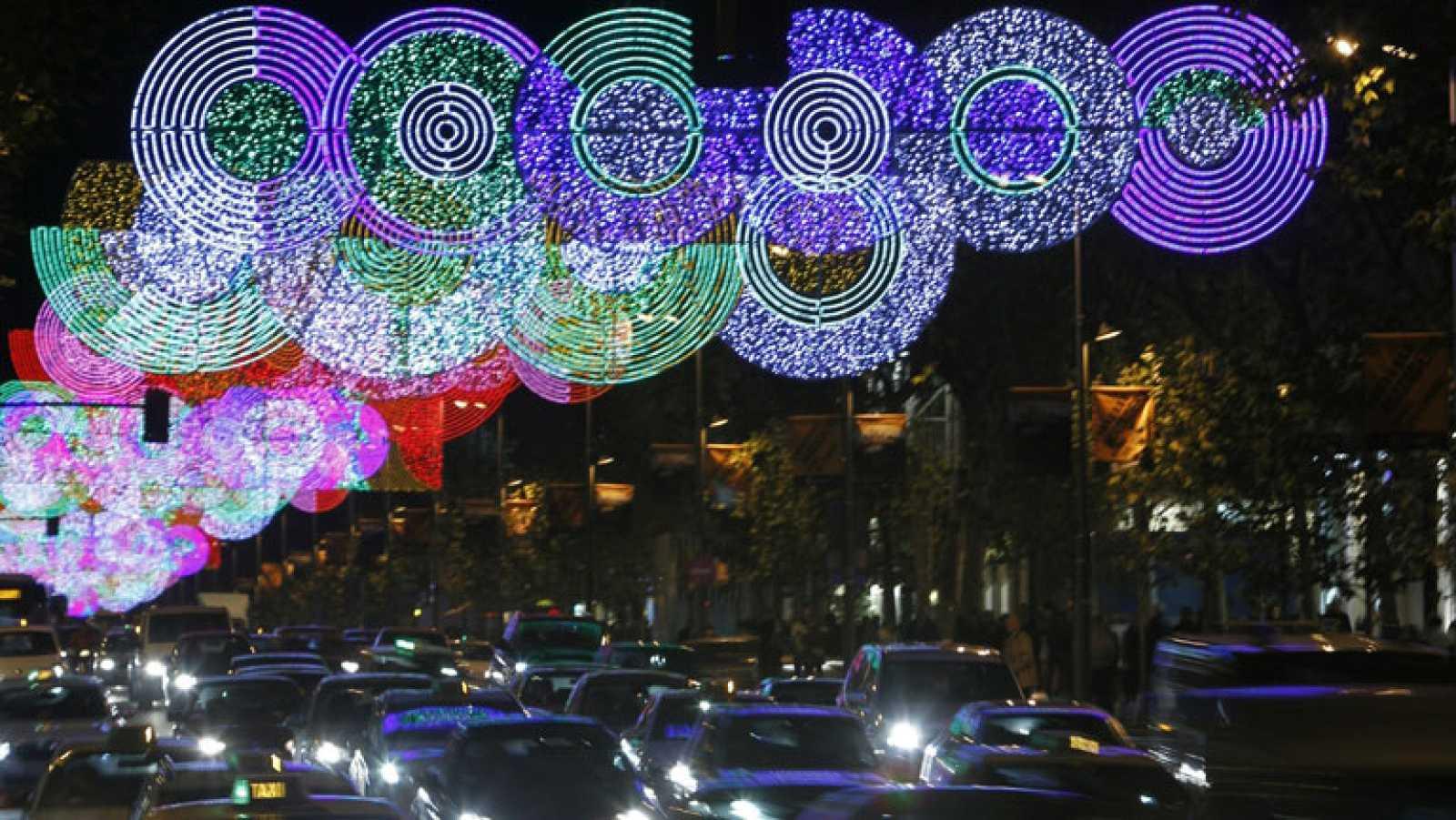 92b68e044d7 Para todos los públicos Madrid y Badajoz han encendido ya las luces de  navidad reproducir video