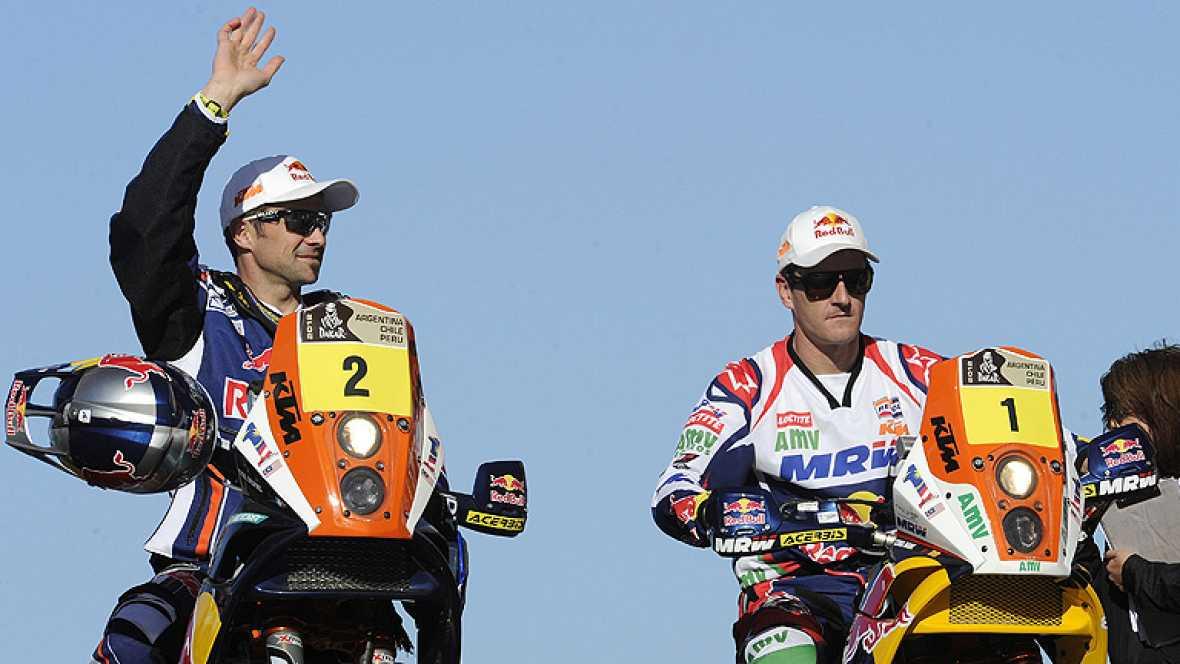 El piloto español de motos Marc Coma (KTM) ha finalizado segundo  en la primera etapa del Rally Dakar, que ha comenzado este domingo  con un recorrido de 820 kilómetros entre las localidades argentinas  de Mar del Plata y Santa Rosa, tras llegar por