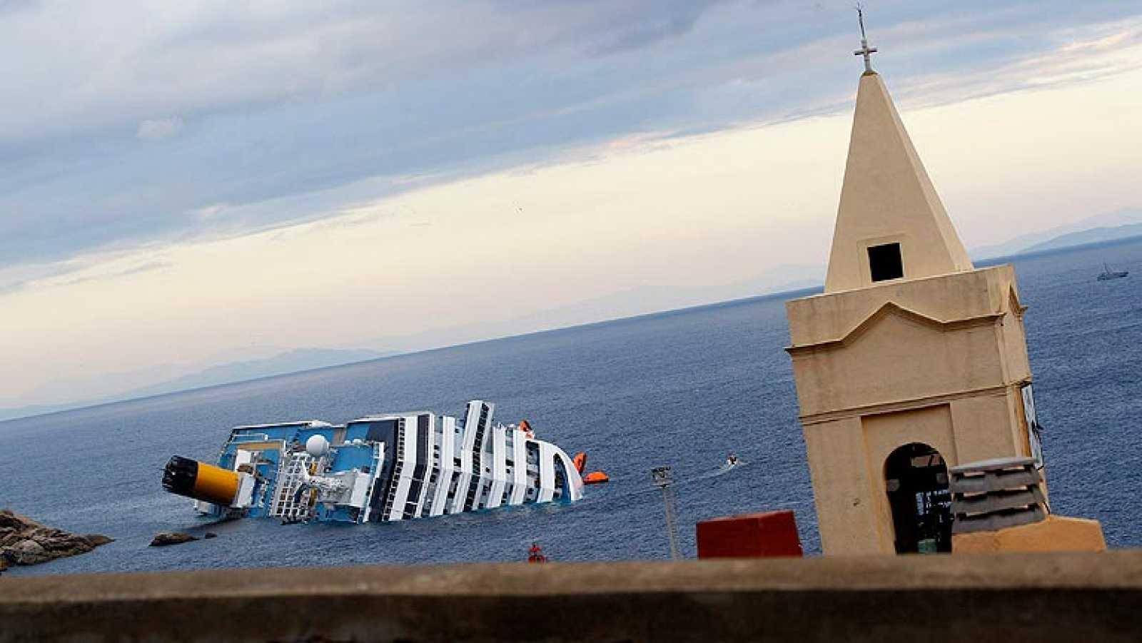 Los expertos investigan el accidente del crucero hundido en Italia ...