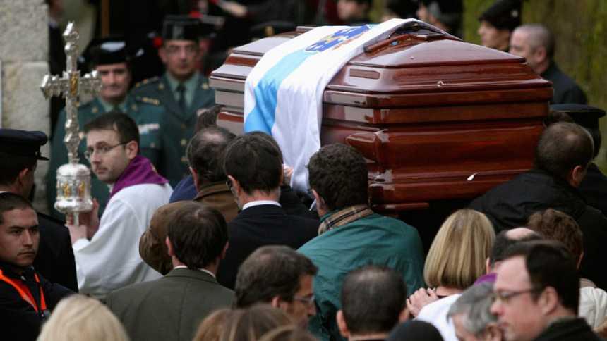 Familiares y personalidades del PP dan el último adiós a Fraga en Perbes