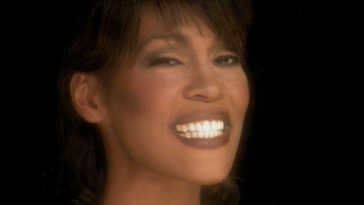 Whitney Houston, una voz clara y una vida a veces oscura