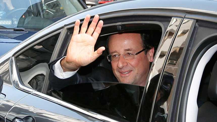 Hollande prepara su llegada al Elíseo