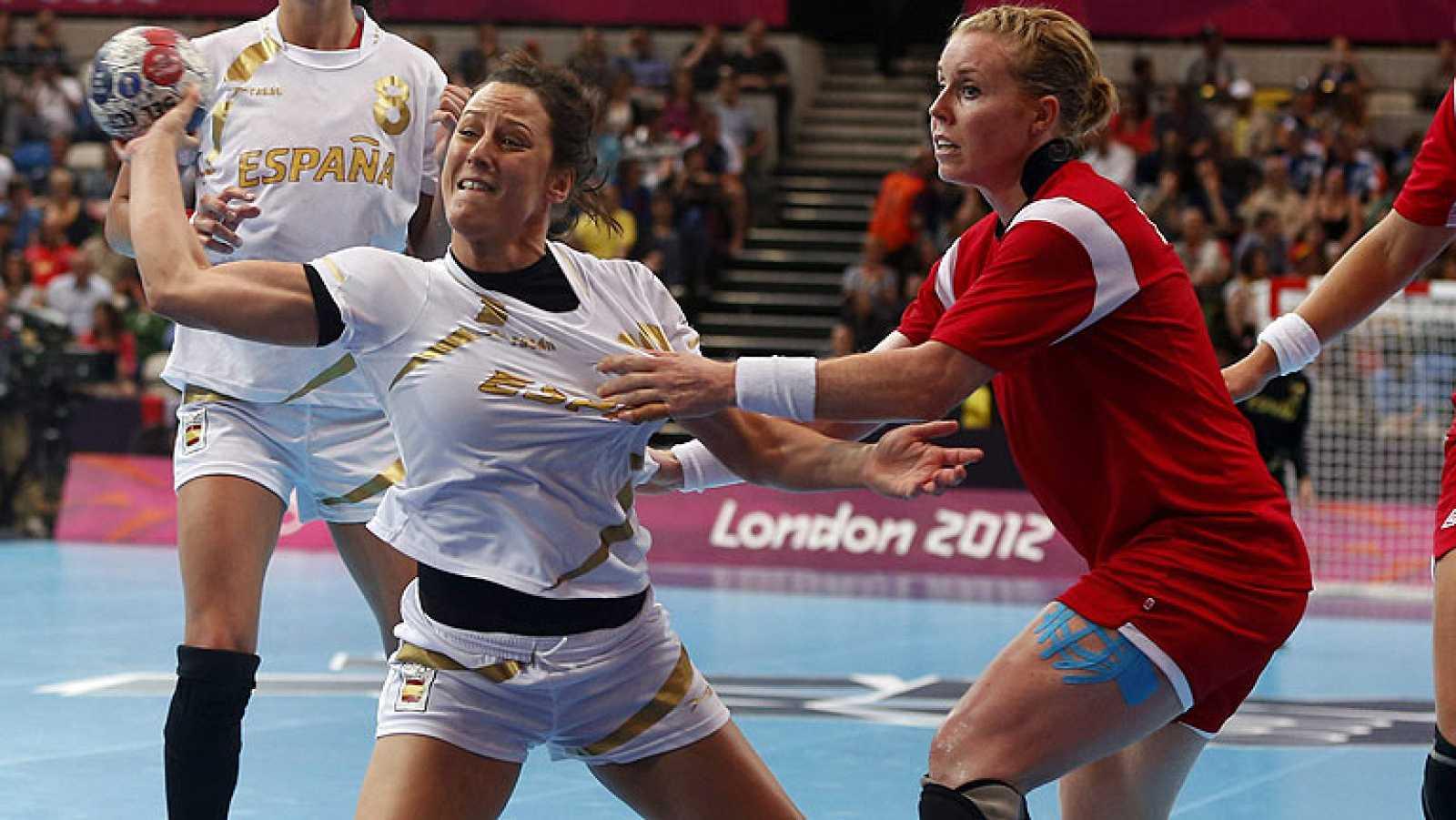 Las chicas de balonmano, a un paso de luchar por las medallas