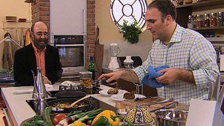 Vamos A Cocinar Con José Andrés | José Andrés Nos Enseña Como Cocinar  Codornices Con Pisto Y Orejones   RTVE.es