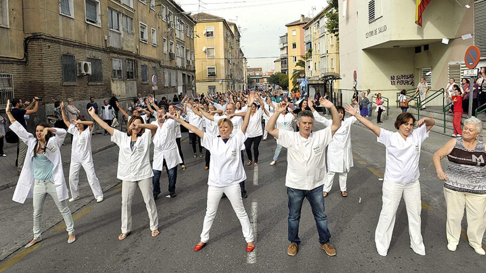 sanitarios de granada protestan con un flashmob por los