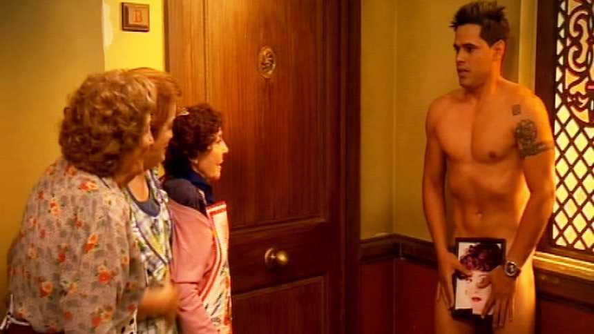 Stamos okupa2 - Un desnudo en la casa