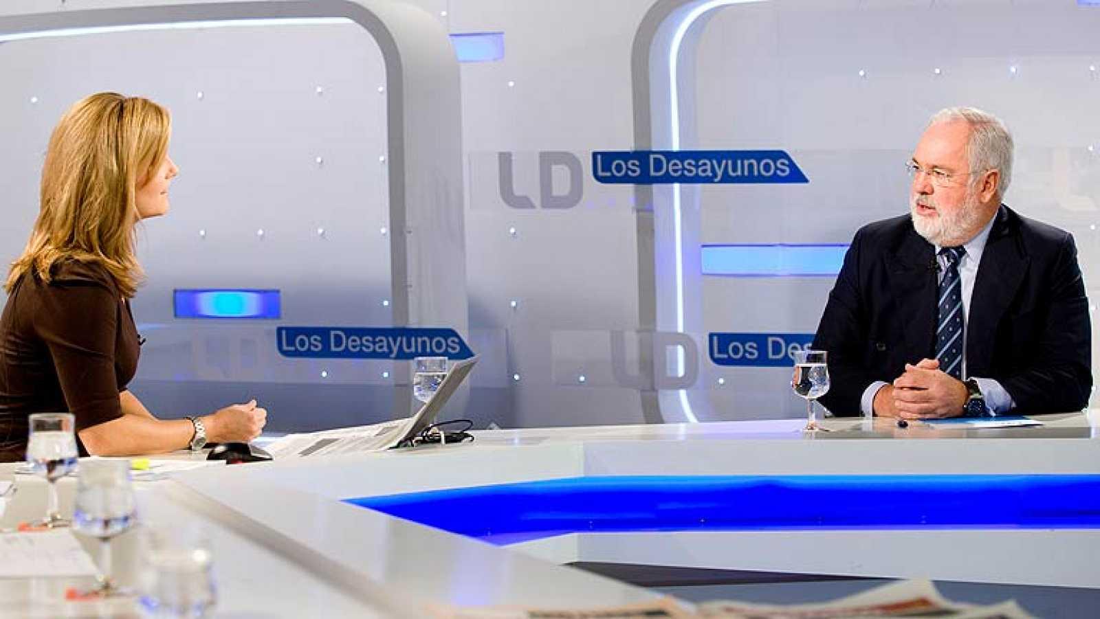 Arias Cañete, en Los Desayunos de TVE, defiende la actuación del ...