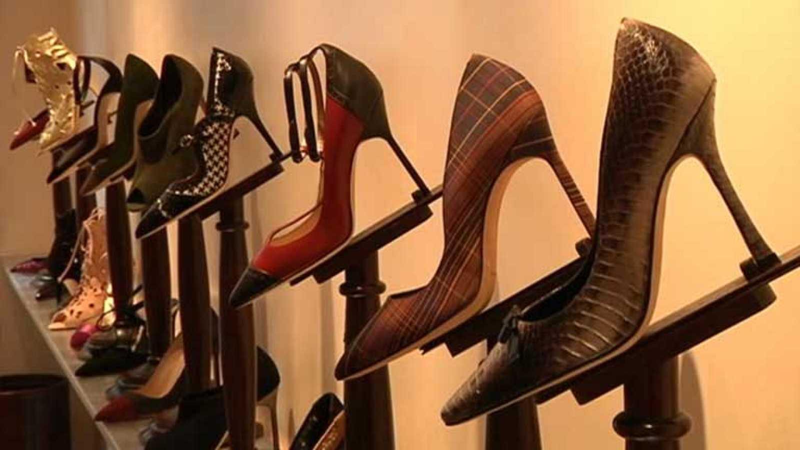 3e299615 Para todos los públicos Manolos el mito urbano del mundo del zapato  reproducir video