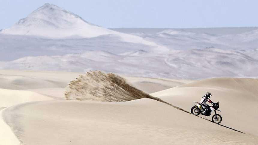 Barreda gana en motos y Peterhansel, en coches