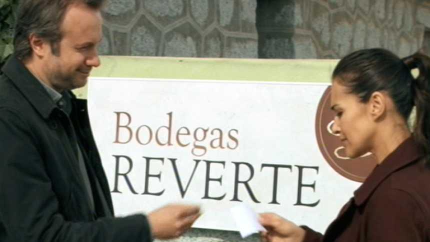 Gran Reserva - Miguel le da el cheque a Lucía