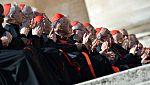 Los cardenales se reúnen en el Vaticano para preparar el cónclave