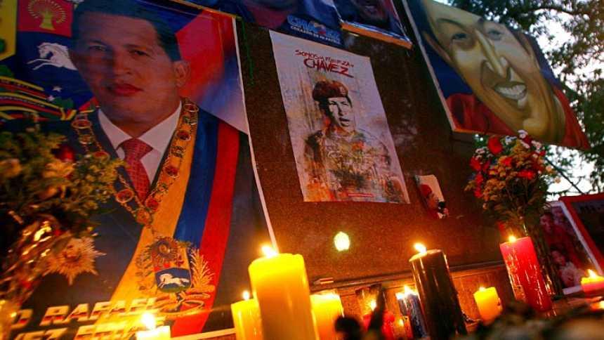 Colas de kilómetros para despedir a Chávez