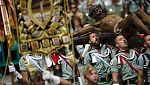 Los legionarios acompañan al Cristo de Mena en Málaga mientras Sevilla espera su madrugada