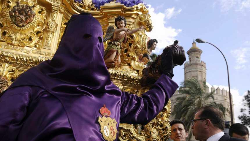 El tiempo da un respiro a las procesiones en el Sábado Santo