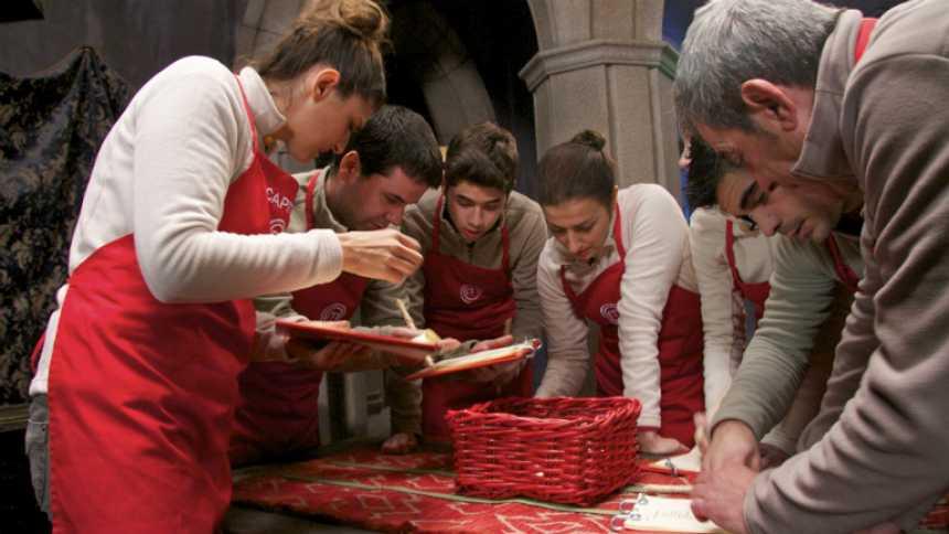 MasterChef - Los aspirantes de MasterChef cocinan para Isabel, la reina de Castilla