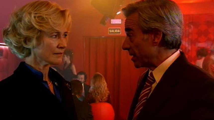 Cuéntame cómo pasó - Mercedes aparece por sorpresa en el club de alterne de Antonio (Capítulo 250)