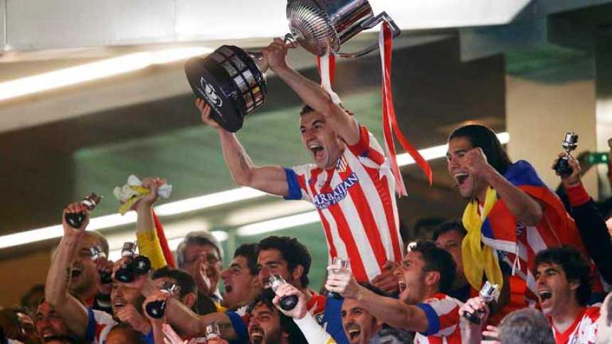 El Atlético celebra su Copa sobre el césped del Bernabéu