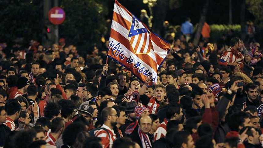 Miles de aficionados del Atlético de Madrid celebraron el título de Copa