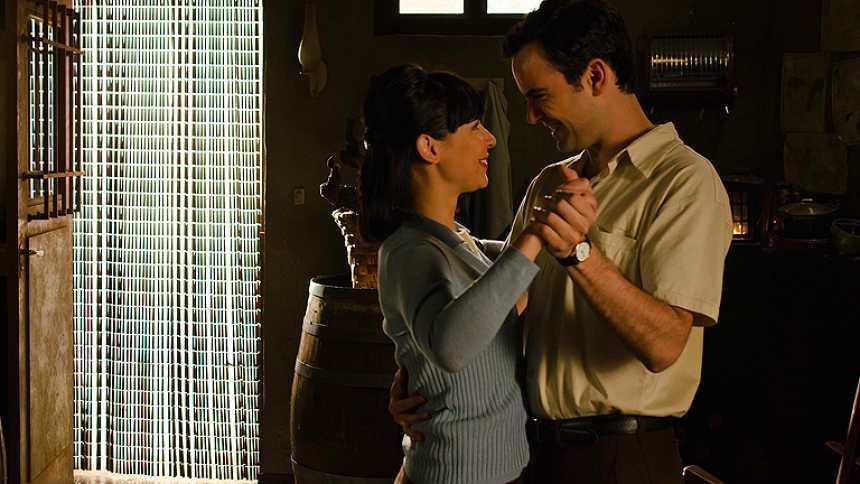 Gran Reserva. El origen - Rafael y Manuela bailan juntos