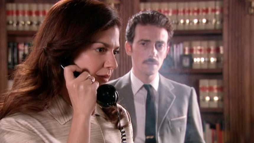 Gran Reserva. El origen - Rosalía llama por teléfono a su padre imaginario (Capítulo 24)