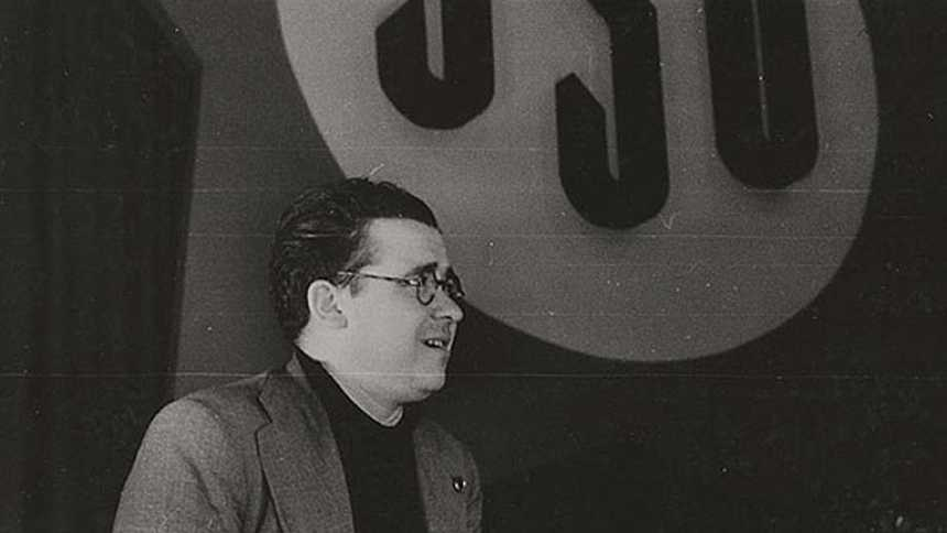 Carrillo anima a defender la República durante la Guerra Civil