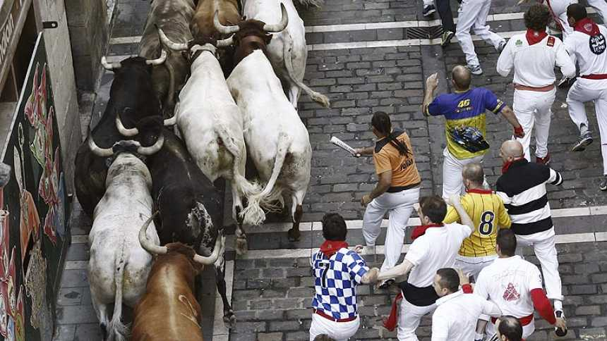 Limpio y emocionante quinto encierro de San Fermín 2013, de los Torrestrella