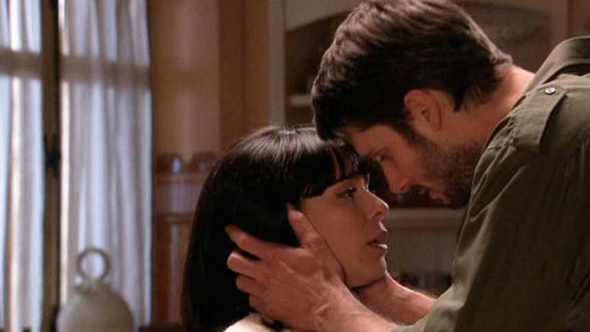 Gran Reserva. El origen - El apasionado beso de Manuela y Roberto (Capítulo 49)