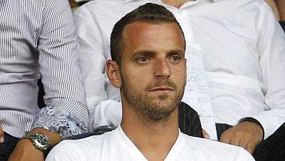 En las últimas horas el Tottenham ha aceptado la petición valencianista de abonar el traspaso en dos plazos de 15 millones de euros cada uno. Tanto jugador como clubes están conformes. Solo falta  concretar la comisión que se llevaría el representant