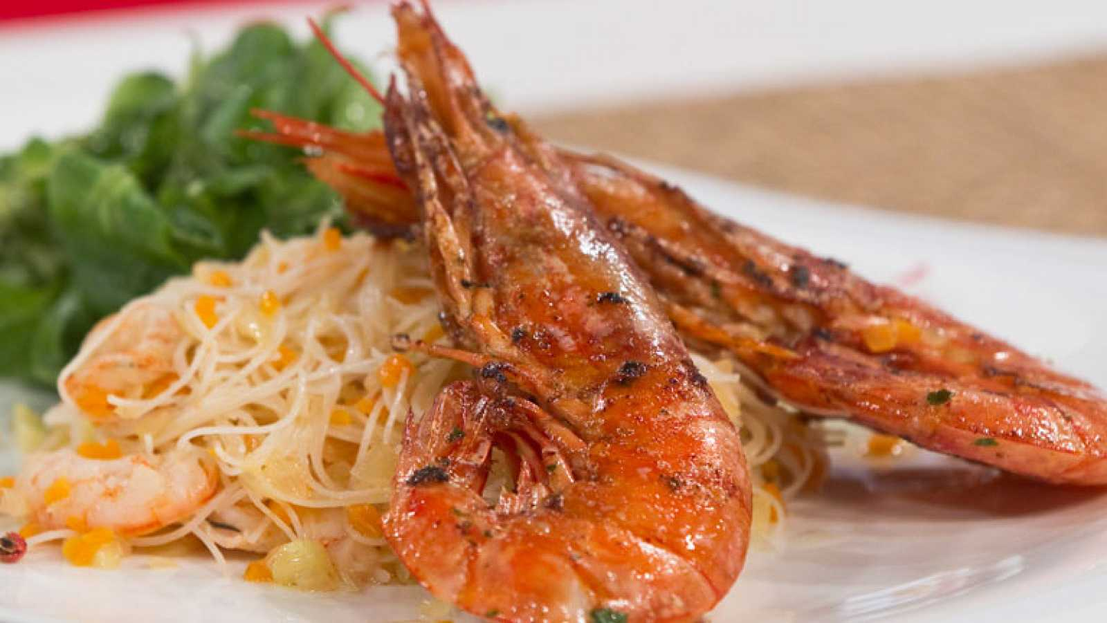 Saber cocinar gambones macerados a la plancha con for Cocinar fideos de arroz