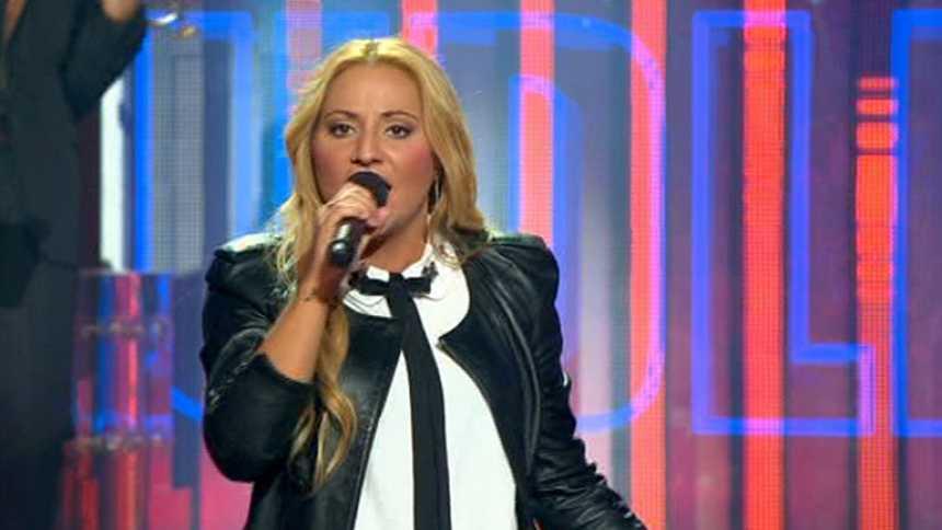"""Uno de Los Nuestros - Alejandra canta """"Only girl (In the World)"""""""