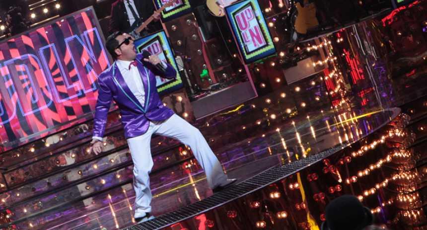 """Uno de Los Nuestros - Patric canta """"Gangnam style"""" en la repesca"""