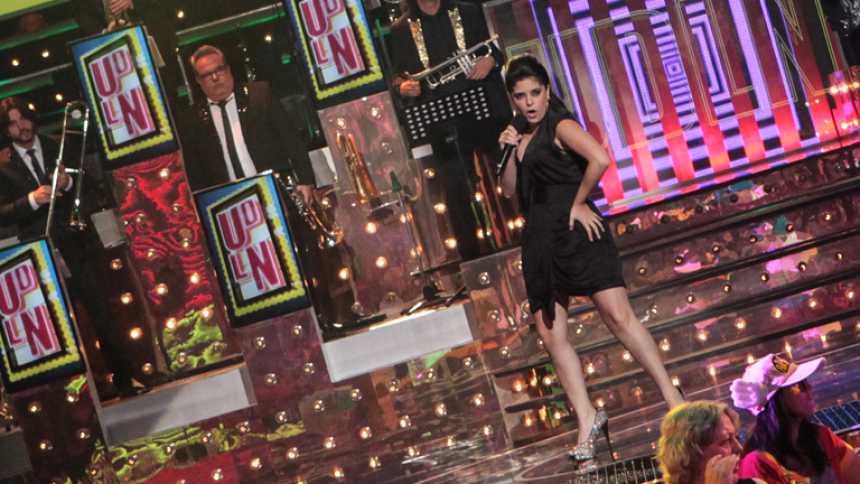 """Uno de Los Nuestros - Macarena Sánchez canta """"On the floor"""""""