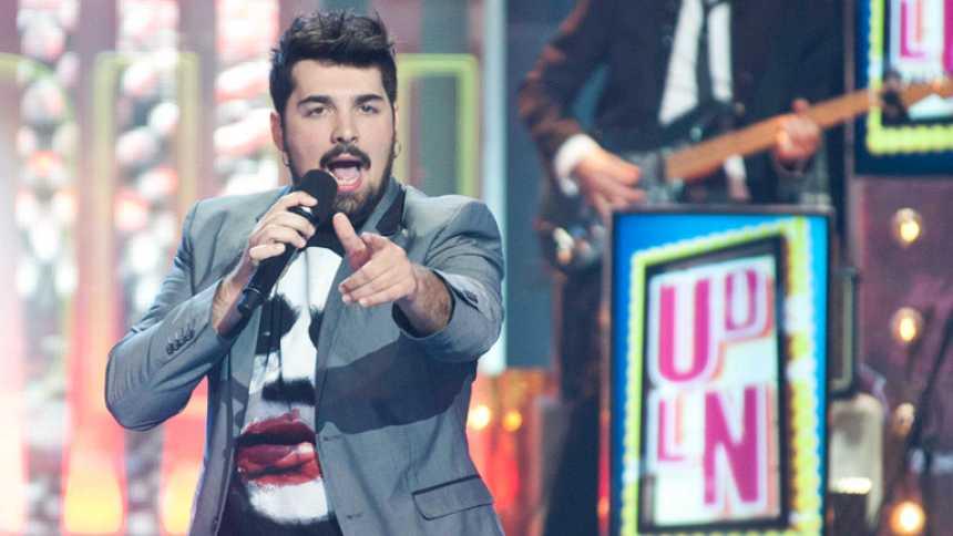 """Uno de Los Nuestros - David Moreno canta """"No sigue modas"""""""