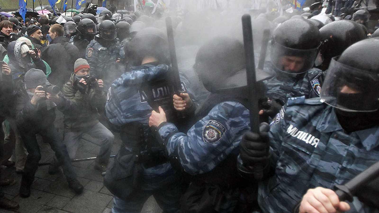 La oposición ucraniana reanuda las protestas contra el Gobierno y se ...