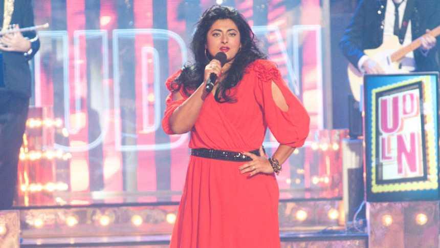 """Uno de Los Nuestros - Aurora Salazar canta """"Oh, pretty woman"""""""