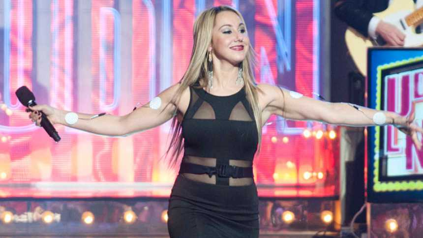 Uno de Los Nuestros - Cantantes con chispa: Jennifer Rubio