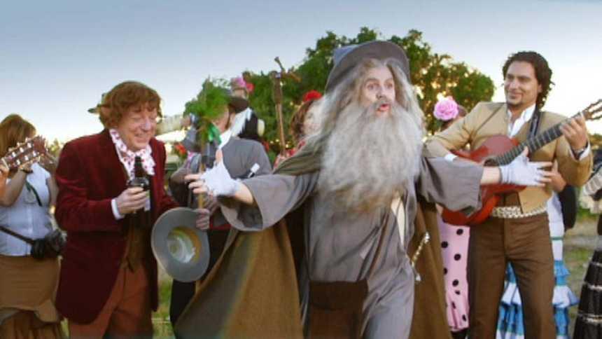 Especial Nochevieja con Los Morancos - Frodo y Gandalf cantando por sevillanas