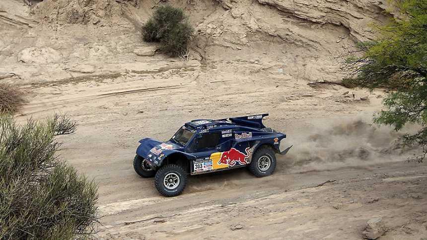 Sainz gana la etapa y se coloca líder del Dakar