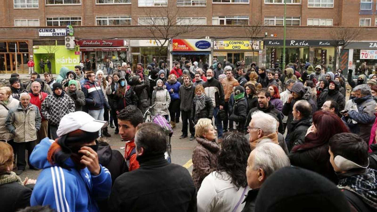 La concentración de vecinos de Burgos en el barrio de Gamonal impide ...