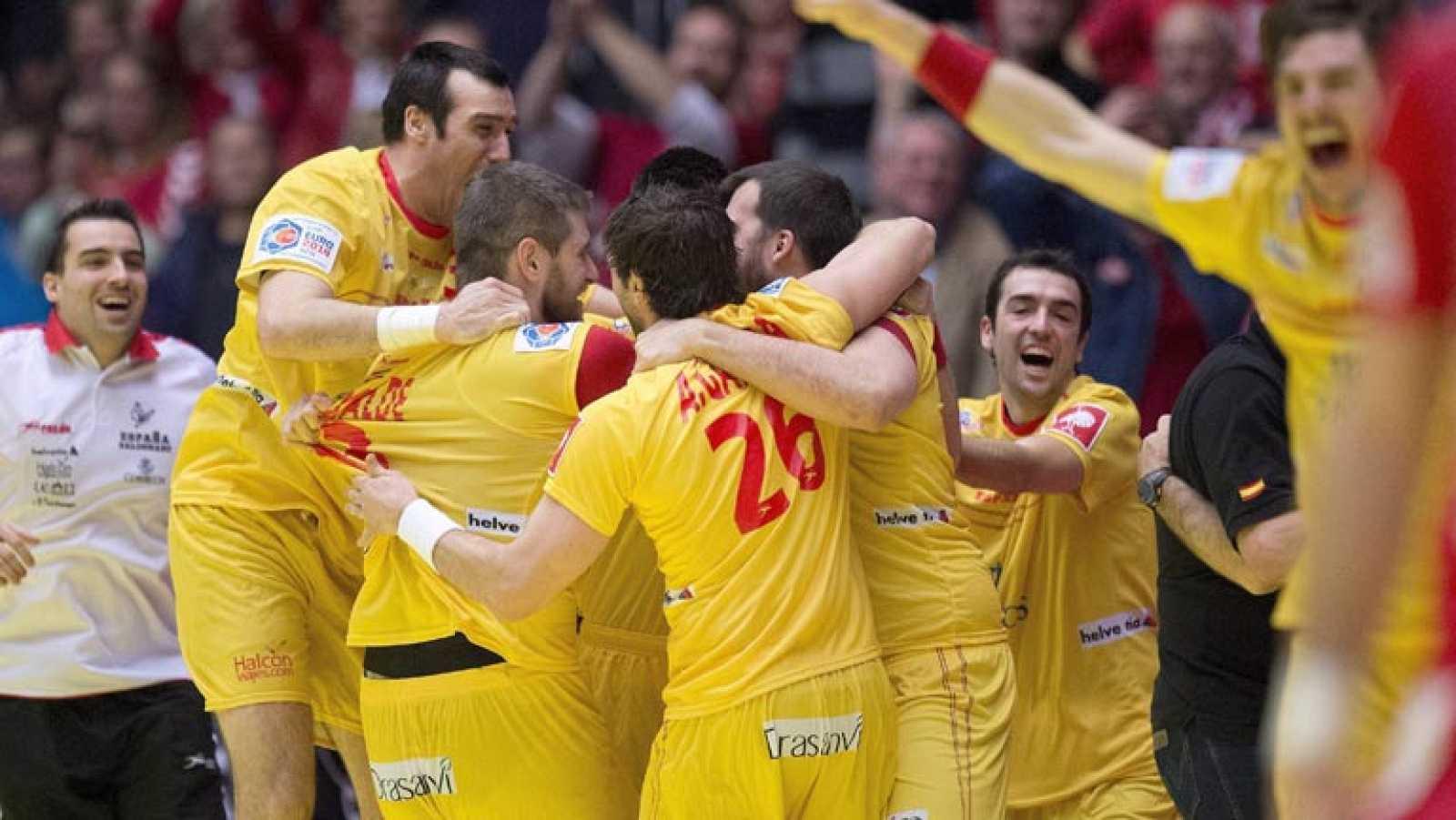 Para todos los públicos España conquista el bronce en el Europeo de  balonmano reproducir video 924e0208d13bd