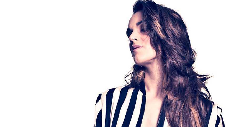 """Eurovisión 2014 - Entrevista con """"La Dama"""", aspirante a representar a España en Eurovisión 2014"""