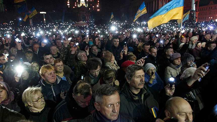 Yanukóvich y la oposición firman un acuerdo para adelantar las elecciones y frenar la violencia
