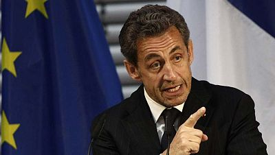 La justicia francesa condena al exconsejero de Sarkozy a indemnizarle con 20.000 euros