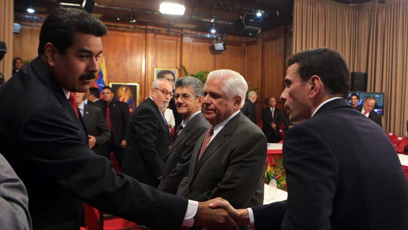 Resultado de imagen para dialogo entre oposicion y gobierno venezolano